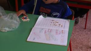 I bambini lanciano a turni i dadi ( uno per le ascisse e uno per le ordinate) e individuano il punto indicato dai dadi-coordinate.