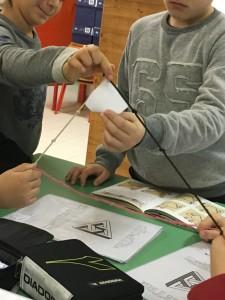 """Il vero problema è stato quello di tracciare le linee perpendicolari, ci siamo aiutati con la """"corda squadra"""" egizia e abbiamo verificato con il nostro """"angolo campione""""."""